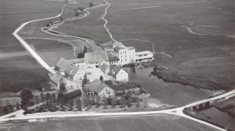 Das Luftbild von 1957 zeigt die Wennenmühle bei Alerheim. Hier wird seit 1909 auch elektrischer Strom erzeugt.
