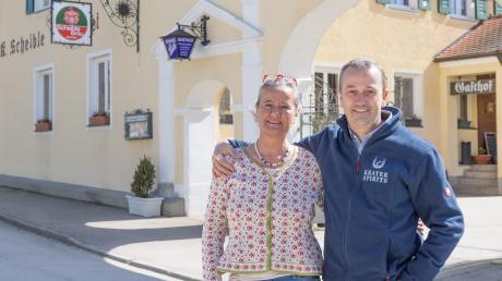 Michaela und Karl-Friedrich Scheible sind nicht nur Ärzte in Alerheim, sie sind auch die Inhaber des Scheible Bräu Unternehmens. Seit sieben Jahren haben sie den Schwerpunkt auf die Herstellung von Gin gelegt.