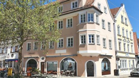 Zwei neue Geschäfte haben im ehemaligen Willa-Haus in Nördlingen eröffnet. Neben einem neuen Friseur hat sich auch eine Dekorationsgeschäft in dem Haus niedergelassen.