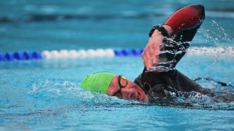 Am Samstag startet im Nördlinger Freibad ein 24-Stunden-Schwimmen im Zeichen der Städtepartnerschaft Nördlingen und Riom. (Symbolbild)