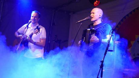 """""""Rainer von Vielen"""" spielte mit Gitarrist Mitsch Oko am Wochenende live in Megesheim."""