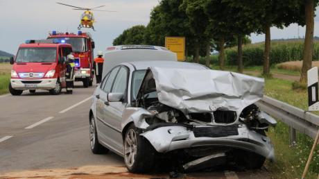 Schwerer Unfall am Dienstagabend auf der Bundesstraße 25 bei Möttingen: Zwei Personen wurden schwer, eine weitere mittelschwer verletzt.