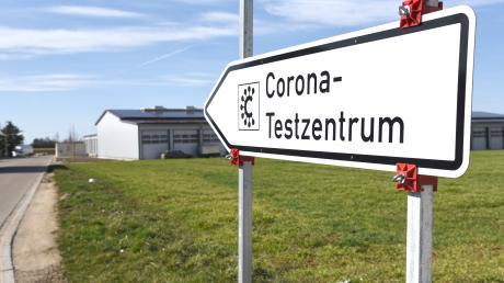 Das Corona-Testzentrum in Möttingen schließt zum Ende des Monats. Der Besitzer der Halle benötigt das Gebäude für den Eigenbedarf, sagte Landrat Stefan Rößle in der Sitzung des Kreisausschusses.