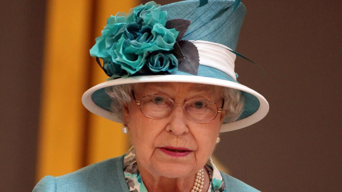 Buckingham Palace Die Queen Sucht Einen Nachwuchs Butler