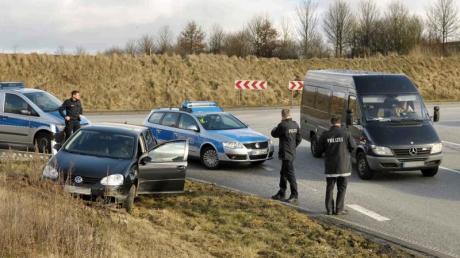 Feldhofer gefasst: Nahe Ratzeburg in Schleswig-Holstein wurde der Schwerverbrecher, nach dem seit Monaten auf dem ganzen Kontinent gefahndet worden war, gefasst.