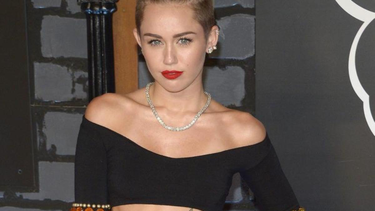 Miley Cyrus Zeigt Uns Beinahe Alles Auf Der Bühne
