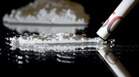 Nach Medienberichten ist der Chef-Drogenfahnder der Polizei in Kempten wegen Besitzes von 1,5 Kilogramm Kokain verhaftet worden. Foto: David Ebener/Illustration