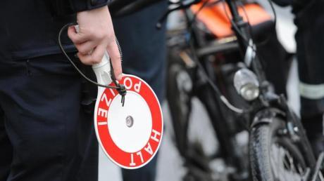 In Aichach hat die Polizei Fahrradfahrer kontrolliert.