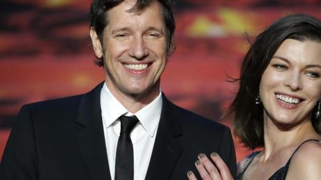 Paul W.S. Anderson (l) und seine Frau Milla Jovovich sind jetzt Eltern zweier kleiner Kinder.