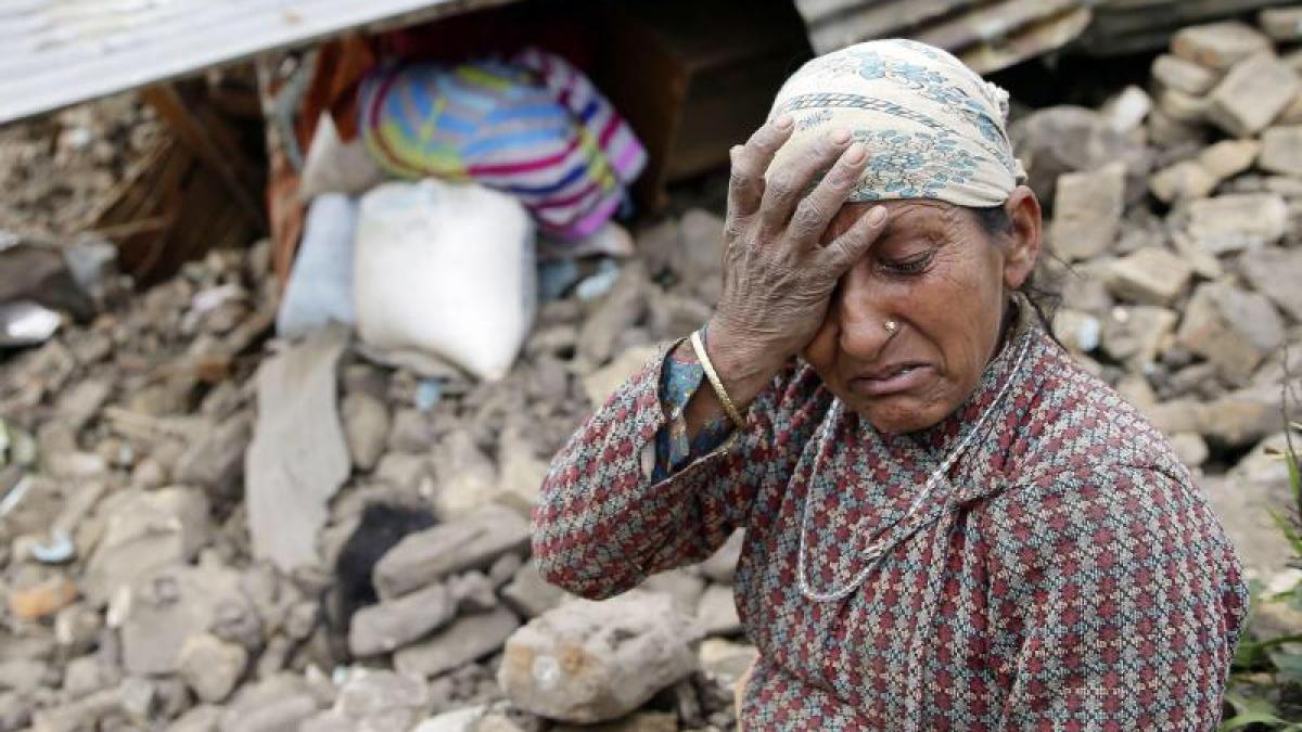 erdbeben in nepal opferzahl steigt auf ber 4100 allg uer helfer sitzen fest politik. Black Bedroom Furniture Sets. Home Design Ideas