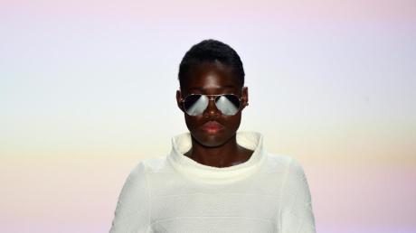 Kampf der Realitystars 2021: Aminata Sanogo im Porträt. Unser Archivbild zeigt das Top-Model bei der Fashion Week Berlin 2015.