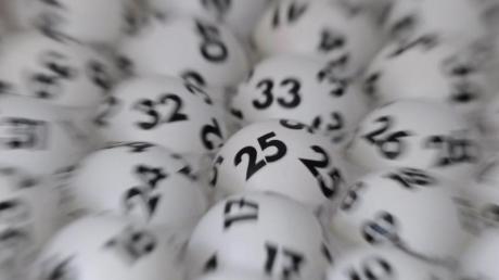 Die Lottozahlen beim Lotto am Samstag sind 29 Millionen Euro wert. Die Gewinnzahlen und Quoten erfahren Sie hier bei uns.