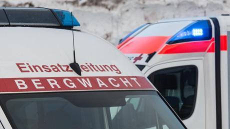 Eine 27-jährige Frau ist bei einem Skiunfall im Oberallgäu ums Leben gekommen.