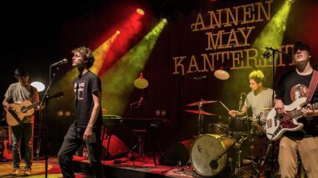 Ein Bild, das es 2020 nicht mehr zu sehen gibt: AnnenMayKantereit während eines Konzerts. Wegen der Corona-Pandemie musste die Band nun alle Auftritte absagen.