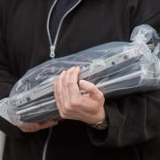 Der PC und das Handy des Augsburger AfD-Chefs Steffen Müller wurden beschlagnahmt. Zuvor hatte Lisa McQueen Strafanzeige wegen Beleidigung gestellt.