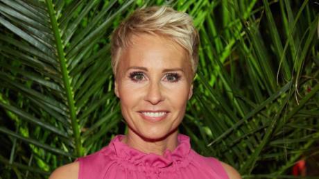"""Sonja Zietlow wird wieder das """"Dschungelcamp"""" 2019 moderieren - zusammen mit Daniel Hartwich. Ganze Folgen gibt es im TV, im Live-Stream oder auch als Wiederholung."""