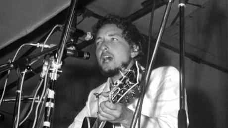 Am Anfang einer langen Karriere: Bob Dylan 1969 beim Popfestival of der Isle of Wight.