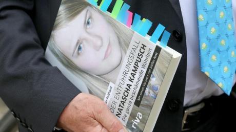 Peter Reichard hält mit seinem Buch «Der Entführungsfall Natascha Kampusch - Die ganze beschämende Wahrheit».