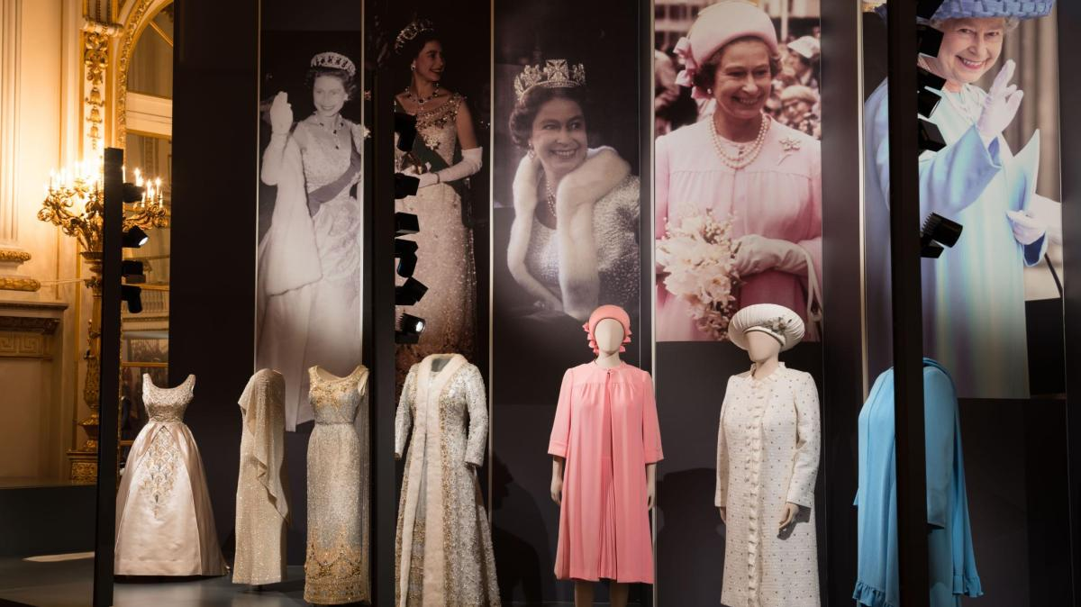 Queen Elizabeth Ii Das Sind Die Schonsten Kleider Der Konigin Augsburger Allgemeine