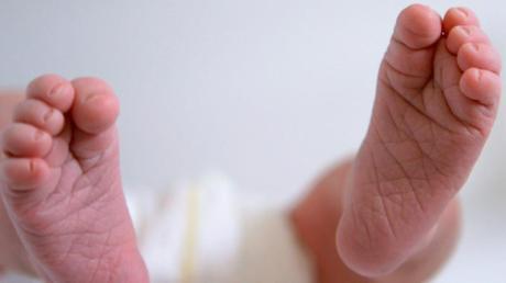 Ein Baby ist in Polen mit mehr als drei Promille im Blut und schweren genetischen Fehlbildungen zur Welt gekommen. Die Mutter war bei der Geburt betrunken.