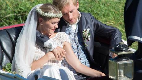 Sarah Elena Timpe und Samuel Koch - Kutschfahrt nach der kirchlichen Hochzeit.