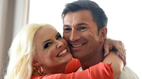 Lucas Cordalis - hier mit Ehefrau Daniela Katzenberger - zieht 2022 ins RTL-Dschungelcamp.