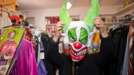 Nach Kaufhof streicht nun auch Karstadt Horror-Clown-Masken aus dem Sortiment.