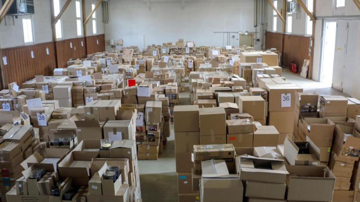 60 j hriger in u haft zwei millionen illegale tontr ger beschlagnahmt promis kurioses tv. Black Bedroom Furniture Sets. Home Design Ideas