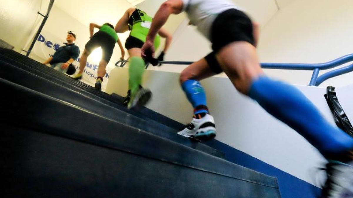 Treppen rauf und runter zu