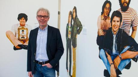 Der Geschäftsführer der Sparkassenstiftung Lüneburg, Carsten Junge, in der Ausstellung.