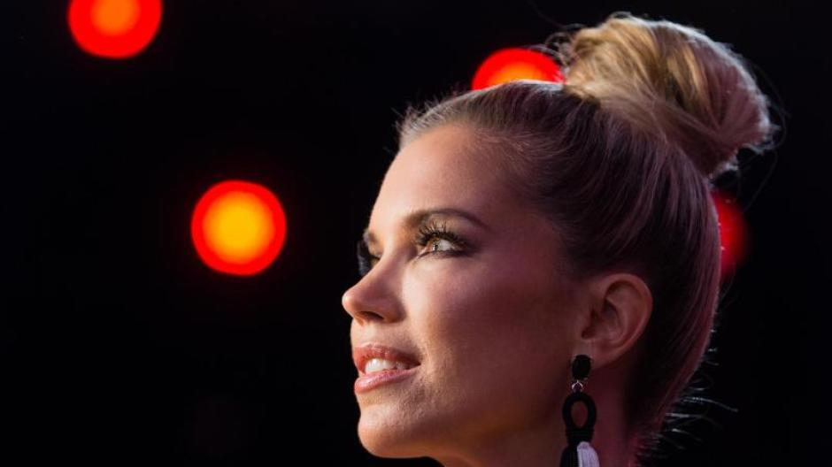 Let S Dance Victoria Swarovski Und Sylvie Meis Auf Kuschelkurs