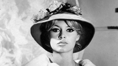Bridgitte Bardot 1961 bei einem Modeshooting in Paris.