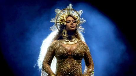 Die neue Königin des Pop: Beyoncé. Sie vereint, was bewegte: Im Fach R&B-Rap zu Hause, wurde als Frau und Afroamerikanerin eine betonte Gegenikone zur Herrschaft der weißen Männer.