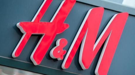H&M verkauft in Augsburg nun auch Wohnaccessoires.  (Symbolbild)