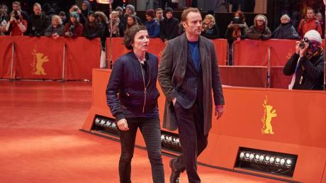 """Privat mal ins Kino oder doch lieber nur im Job? Das fragen sich im """"Tatort"""" Nina Rubin (Meret Becker) und Robert Karow (Mark Waschke)."""