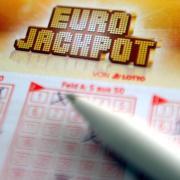 Kreuzchen auf dem Eurojackpot-Schein notieren und gewinnen - mit ziemlich viel Glück. Foto: Caroline Seidel