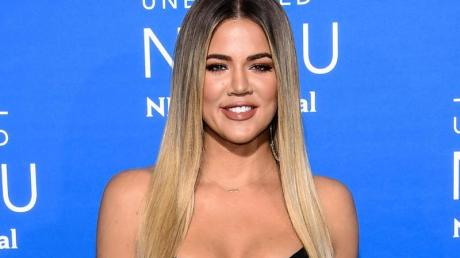 Khloé Kardashian freut sich über ein Mädchen.