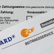 Gegenwärtig wird der Finanzbedarf von ARD, ZDF und Deutschlandradio von der unabhängigen Expertenkommission KEF ermittelt und den Länderchefs vorgeschlagen. Foto: Daniel Reinhardt