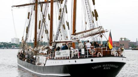 Das Segelschulschiff Thor Heyerdal ist gerade das Klassenzimmer für drei Schülerinnen aus Augsburg.