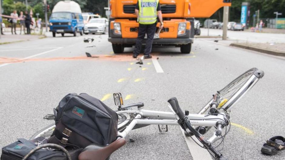 München 73 Jähriger Fahrradfahrer Stirbt Nach Unfall Mit Lkw