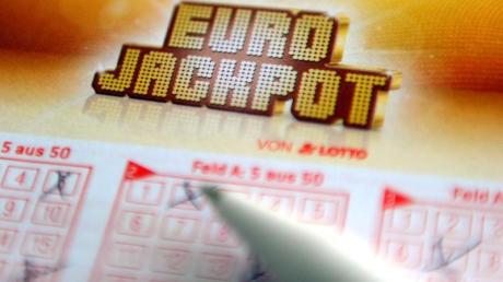 Zwei Deutsche teilen sich den Eurojackpot von 61 Millionen Euro. Foto: Caroline Seidel