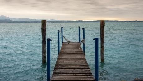 Wunderschön: Der Blick von Sirmione auf den Gardasee.