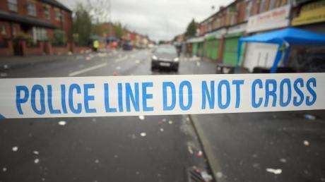 Absperrband der Polizei an einem Tatort in Manchester.