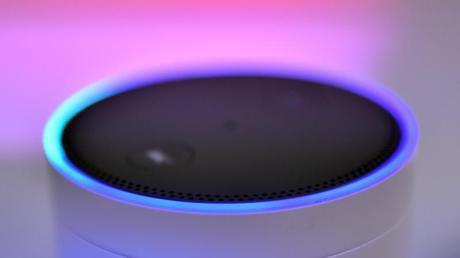 Der Lautsprecher Amazon Echo - mit Alexa Voice Service - auf der IFA in Berlin.