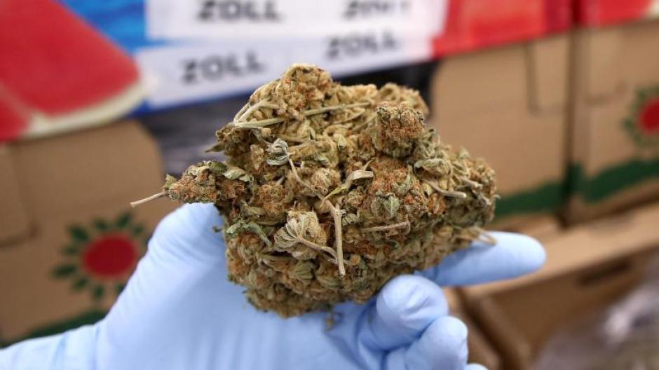 Unterfranken Fünf Kilo Marihuana Und Waffen Bei Kontrolle Entdeckt