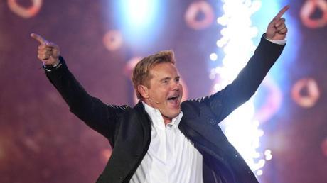 Dieter Bohlen kehrt nach 16 Jahren auf eine deutsche Bühne zurück, um Lieder von Modern Talking und Blue System zu singen.