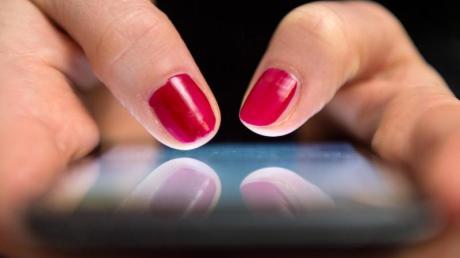 Die illegale Verbreitung pornografischer Inhalte über soziale Medien hat sich auf rund 2600 Fälle mehr als verdoppelt.