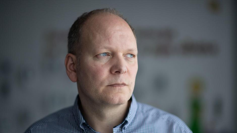 """f7e302cf4edbd3 Wir sind eine ganz normale Schulgemeinde""""  Sven Kubick ist heute Rektor der  Albertville-Realschule in Winnenden."""