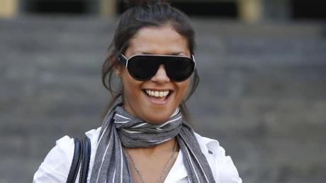 Imane Fadil verlässt im Oktober 2011 nach einer Aussage als Zeugin das Gericht in Mailand. Foto: Luca Bruno/AP