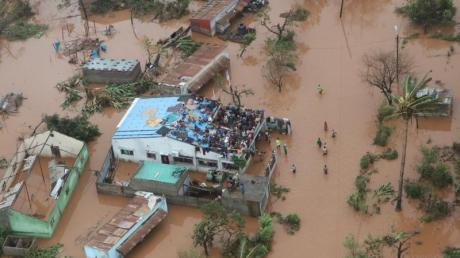 Die von Zyklon «Idai» ausgelösten Überschwemmungen haben in Mosambik ganze Landstriche unter Wasser gesetzt. Foto: INGC